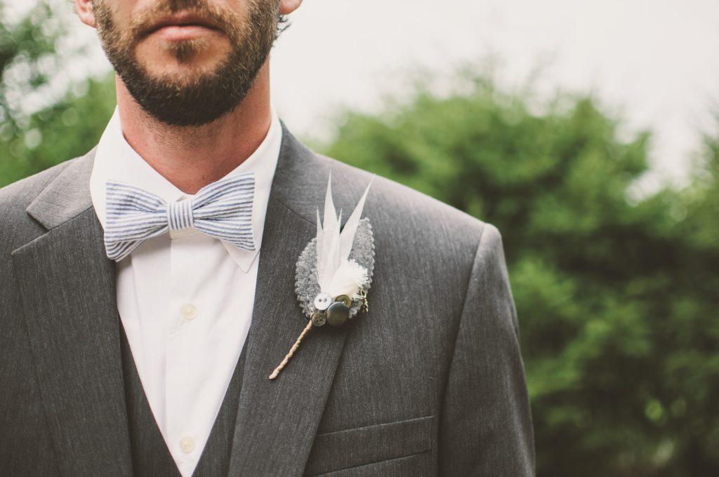 Модная мужская брошь