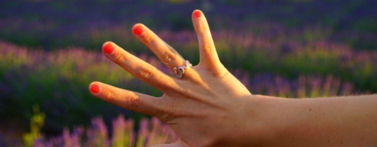 Ношение кольца на безымянном пальце – значение и символика