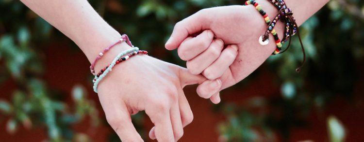 Что означают браслеты с красной нитью?